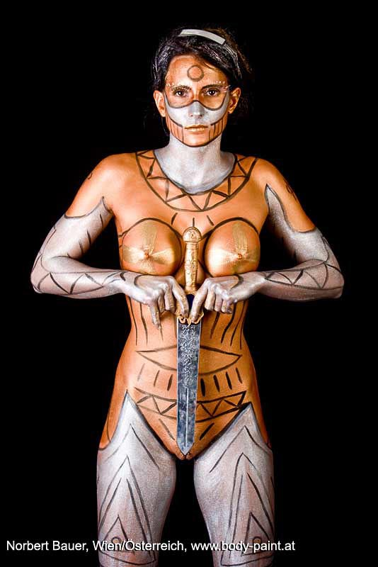 Bodypainting_Amazone_bronze_1326.jpg: http://body-paint.at/fotos/10-ganzkoerper/10-gewand/10-amazone/Bodypainting_Amazone_bronze_1326-single.php