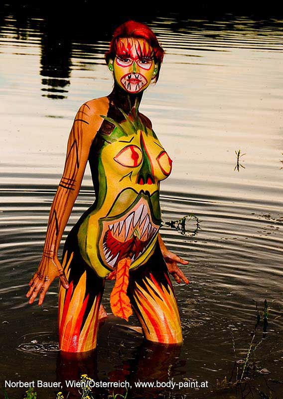 ... Bodypainting Drachen » Bodypainting_Drachen_specialeffect_Outdoor: http://body-paint.at/fotos/10-ganzkoerper/20-natur/85-drachen/Bodypainting_Drachen_specialeffect_Outdoor_7001-single.php